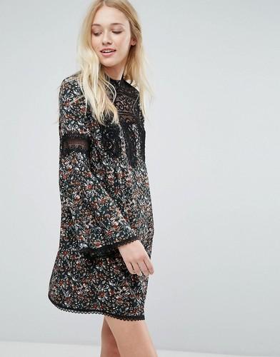 Свободное платье с цветочным принтом и кружевными вставками Liquorish - Мульти