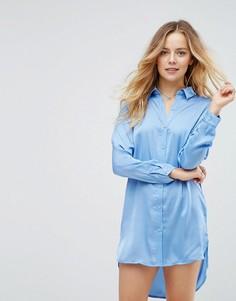 Атласное платье-рубашка со ступенчатым нижним краем Glamorous - Синий