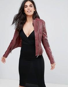 Байкерская куртка из искусственной кожи с вырезанным лазером узором Pussycat London - Красный