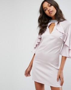 Свободное атласное платье с оборкой Lipsy - Розовый