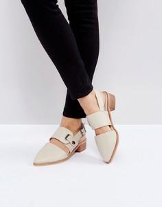 Кремовые кожаные туфли на каблуке с вырезом и ремешком через пятку Intentionally Blank Intinsic - Кремовый