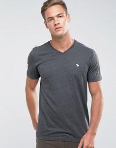 Серая облегающая футболка с V-образным вырезом и логотипом Abercrombie & Fitch - Серый