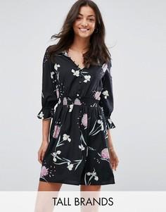 Чайное платье с V-образным вырезом и присборенными рукавами Influence Tall - Черный