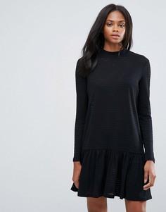 Короткое приталенное платье с вырезом под горло Pieces Mary - Черный