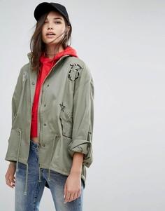 Куртка-парка цвета хаки с капюшоном и нашивками Missguided - Зеленый
