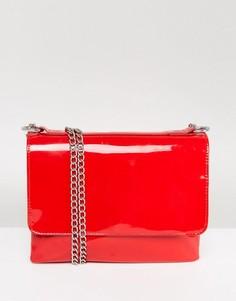 Лакированная сумка с цепочками Monki - Красный