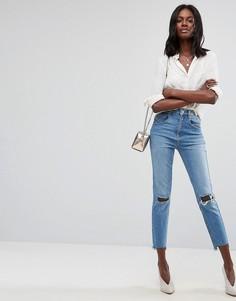 Узкие джинсы в винтажном стиле с завышенной талией и рваными коленями ASOS FARLEIGH - Синий