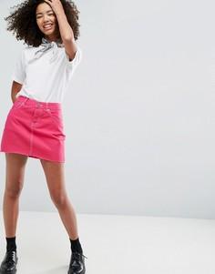 Розовая джинсовая мини-юбка с необработанным краем ASOS - Розовый