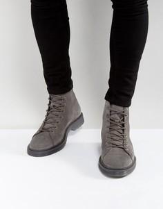 Серые замшевые ботинки на ребристой подошве со шнуровкой ASOS - Серый