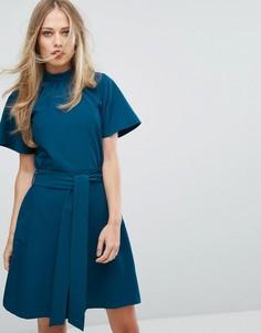 Короткое приталенное платье с воротником-стойкой Closet London - Синий