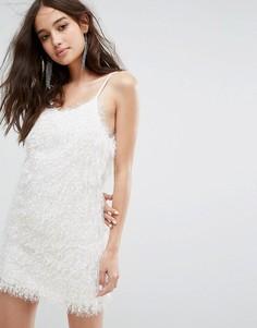 Платье на бретелях из пушистой ткани Glamorous - Белый
