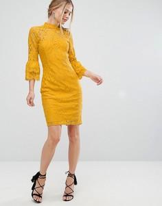 Кружевное платье миди с высоким воротом и двойными оборками на рукавах Paper Dolls - Желтый