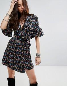 Платье с запахом и оборками Honey Punch - Мульти