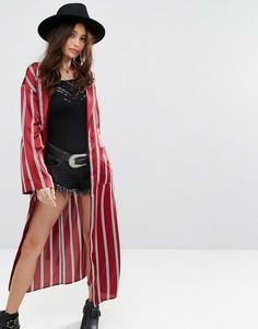 Свободный атласный пиджак макси в пижамном стиле с полосками Honey Punch - Красный