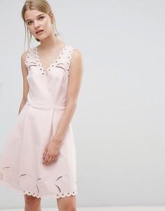 Платье с V-образным вырезом и вышивкой Ted Baker - Розовый