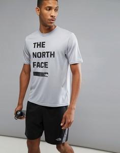 Серая футболка с черным принтом The North Face Mountain Athletics Reaxion Amp - Серый