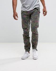 Суженные книзу брюки с камуфляжным принтом G-Star Rovic 3D - Зеленый