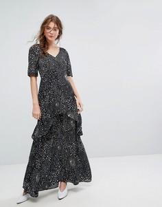 Ярусное платье макси с космическим принтом Lily and Lionel - Черный
