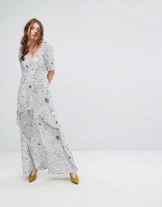 Ярусное платье макси с космическим принтом Lily and Lionel - Белый
