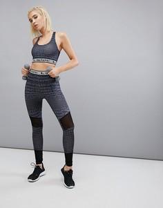 Спортивные леггинсы с принтом PrettyLittleThing - Серый