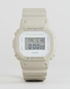 Светло-серые цифровые часы с силиконовым ремешком G-Shock DW-5600M-8ER - Бежевый