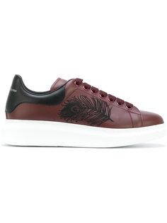 кроссовки на утолщенной подошве с вышитым пером Alexander McQueen