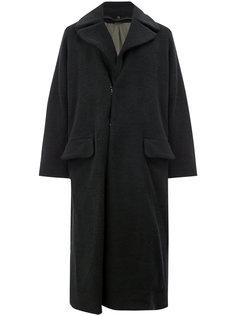 длинное однобортное пальто Maison Mihara Yasuhiro