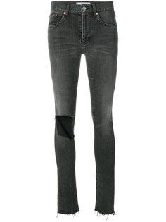 джинсы скинни с прорванной деталью на колене Balenciaga