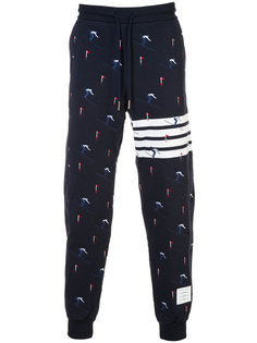 спортивные брюки с вышивкой лыжников Thom Browne