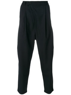 брюки с заниженным шаговым швом Henrik Vibskov