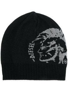 шапка с логотипом Diesel