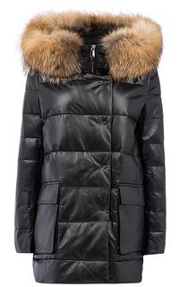 Зимняя кожаная куртка с отделкой капюшона мехом енота La Reine Blanche