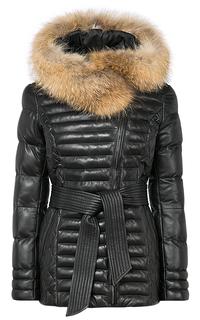 Зимняя кожаная куртка с капюшоном и отделкой мехом енота La Reine Blanche