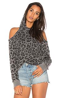 Свитшот с вырезами на плечах и леопардовым принтом - Splendid