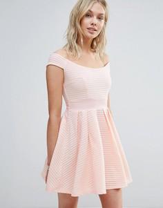 Короткое приталенное платье с открытыми плечами Wal G - Розовый