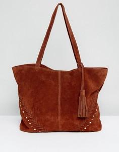 Замшевая сумка-шоппер с заклепками ASOS - Коричневый