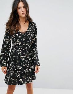 Короткое приталенное платье с цветочным принтом Brave Soul - Черный