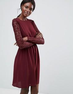 Платье с кружевными рукавами Y.A.S - Красный