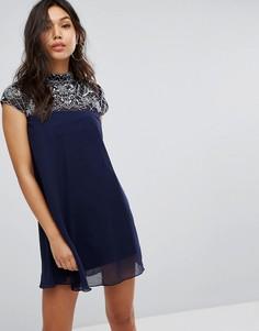 Свободное платье с декорированным высоким воротом Lipsy - Темно-синий
