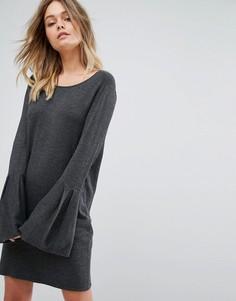 Трикотажное платье-джемпер с расклешенными рукавами Vero Moda - Серый