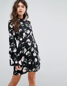Черное платье мини с цветочным принтом и длинными рукавами клеш AX Paris - Черный
