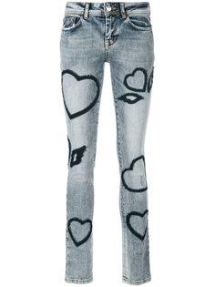 джинсы с нашивкой в виде сердца  Iceberg