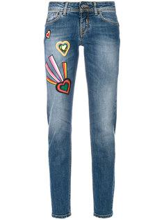 джинсы с нашивками  Iceberg