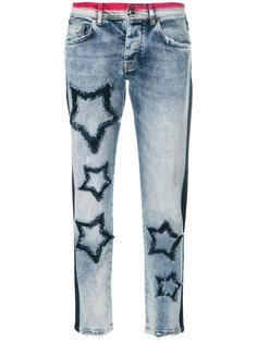 укороченные джинсы с нашивками-звездами  Iceberg