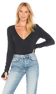 Пуловер с глубоким v-образным вырезом и прорезями для пальца - Inhabit