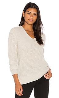 Пуловер из плюша в рубчик с v-образным вырезом - White + Warren