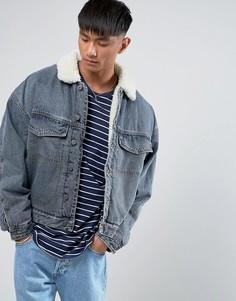 Выбеленная джинсовая куртка оверсайз на подкладке из искусственного меха ASOS - Синий