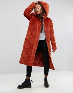 Стеганое бархатное дутое пальто удлиненного кроя ASOS - Красный