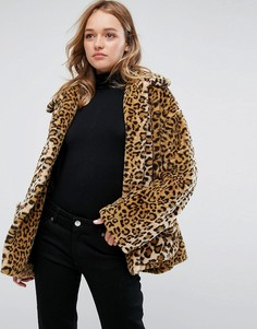Куртка из искусственного меха с леопардовым принтом Monki - Бежевый