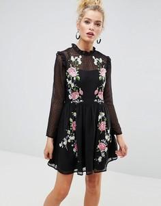 Короткое приталенное платье из ткани добби с вышивкой ASOS PREMIUM - Черный